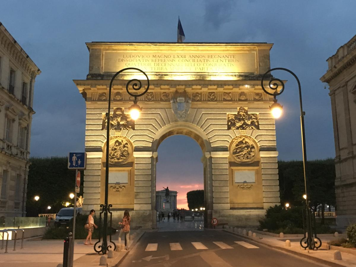 Photo of the arch in Montpellier