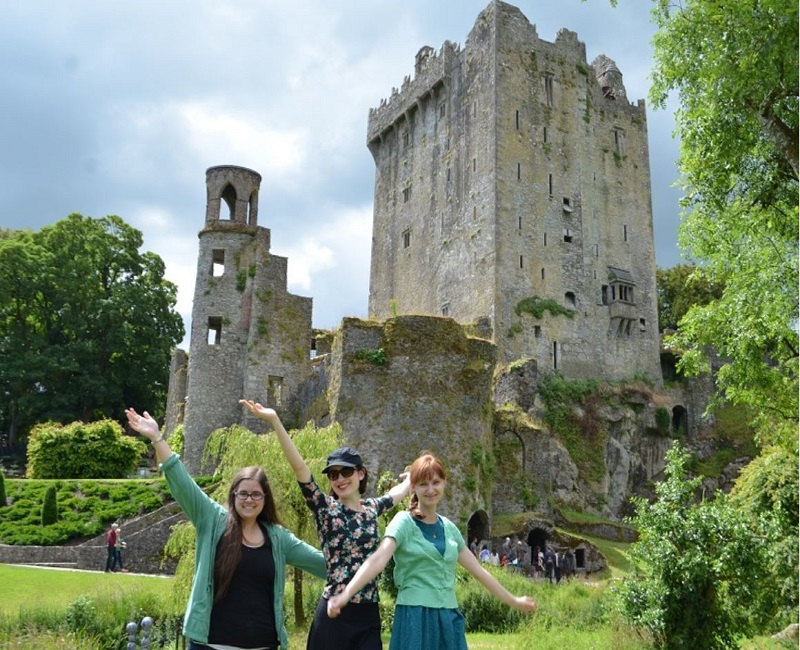 Students posing in front of castle in Ireland
